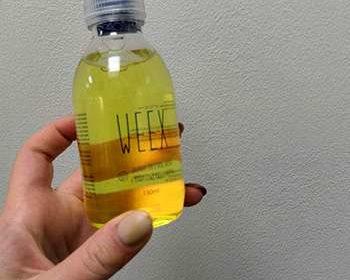 Weex коктейль в руках у женщины